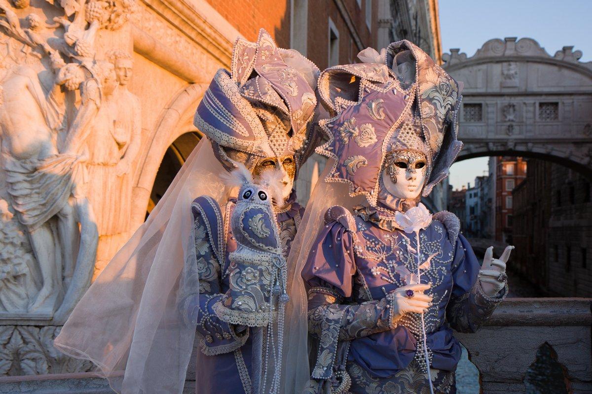 Постер Венеция Венеция карнавалВенеция<br>Постер на холсте или бумаге. Любого нужного вам размера. В раме или без. Подвес в комплекте. Трехслойная надежная упаковка. Доставим в любую точку России. Вам осталось только повесить картину на стену!<br>