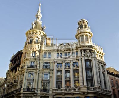 Постер Мадрид Здание на площади Plaza de Canalejas в МадридеМадрид<br>Постер на холсте или бумаге. Любого нужного вам размера. В раме или без. Подвес в комплекте. Трехслойная надежная упаковка. Доставим в любую точку России. Вам осталось только повесить картину на стену!<br>