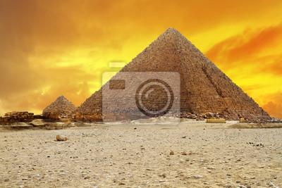 Постер Архитектура Закат на пирамиду Menkaur в Гизе, Египет, 30x20 см, на бумагеЕгипетские пирамиды<br>Постер на холсте или бумаге. Любого нужного вам размера. В раме или без. Подвес в комплекте. Трехслойная надежная упаковка. Доставим в любую точку России. Вам осталось только повесить картину на стену!<br>