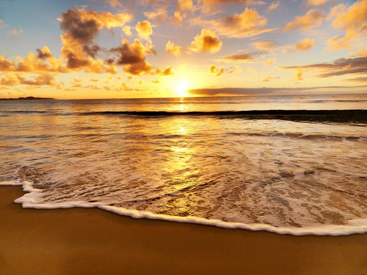 Постер Пейзаж морской Красивый закат на пляжеПейзаж морской<br>Постер на холсте или бумаге. Любого нужного вам размера. В раме или без. Подвес в комплекте. Трехслойная надежная упаковка. Доставим в любую точку России. Вам осталось только повесить картину на стену!<br>