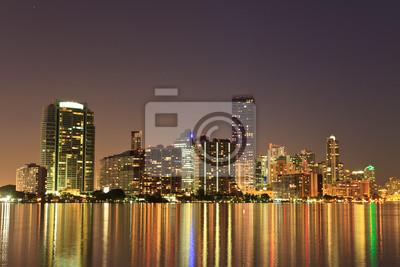 Постер Майами Майами, Флорида bayfront skyline ночьюМайами<br>Постер на холсте или бумаге. Любого нужного вам размера. В раме или без. Подвес в комплекте. Трехслойная надежная упаковка. Доставим в любую точку России. Вам осталось только повесить картину на стену!<br>