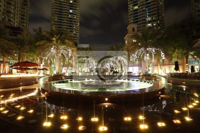 Постер Дубай Фонтан в Dubai Marina ночью, Объединенные Арабские ЭмиратыДубай<br>Постер на холсте или бумаге. Любого нужного вам размера. В раме или без. Подвес в комплекте. Трехслойная надежная упаковка. Доставим в любую точку России. Вам осталось только повесить картину на стену!<br>