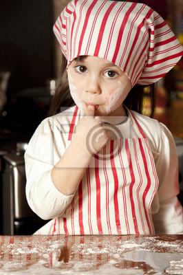 Постер Маленький шеф-повар на кухне в фартуке и косынкеДети<br>Постер на холсте или бумаге. Любого нужного вам размера. В раме или без. Подвес в комплекте. Трехслойная надежная упаковка. Доставим в любую точку России. Вам осталось только повесить картину на стену!<br>