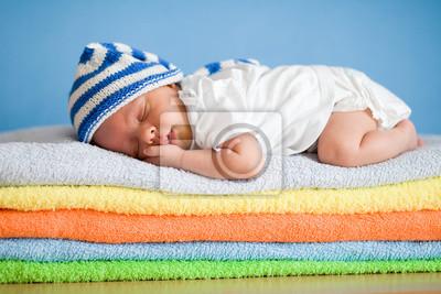 Постер Спальный новорожденного ребенка на красочные полотенца стекаДети<br>Постер на холсте или бумаге. Любого нужного вам размера. В раме или без. Подвес в комплекте. Трехслойная надежная упаковка. Доставим в любую точку России. Вам осталось только повесить картину на стену!<br>