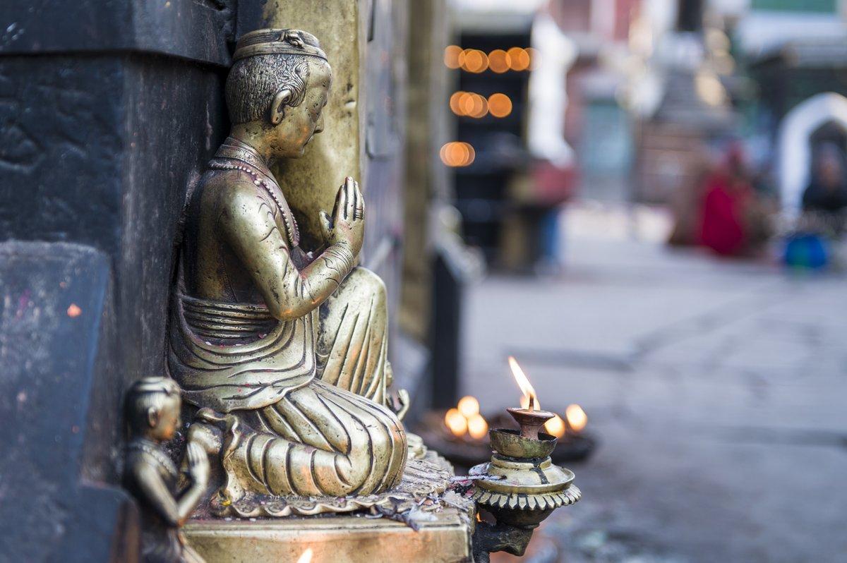 Постер Непал Статуя любопытных Будды в Swayambhunath, Катманду, Непал.Непал<br>Постер на холсте или бумаге. Любого нужного вам размера. В раме или без. Подвес в комплекте. Трехслойная надежная упаковка. Доставим в любую точку России. Вам осталось только повесить картину на стену!<br>