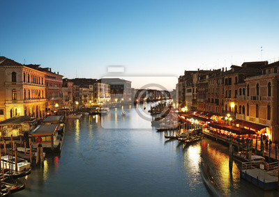 Постер Венеция Гранд-Канал, после захода солнца. Венеция - ИталияВенеция<br>Постер на холсте или бумаге. Любого нужного вам размера. В раме или без. Подвес в комплекте. Трехслойная надежная упаковка. Доставим в любую точку России. Вам осталось только повесить картину на стену!<br>