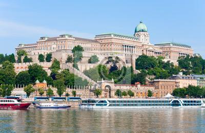 Постер Венгрия Будапешт утро смотретьВенгрия<br>Постер на холсте или бумаге. Любого нужного вам размера. В раме или без. Подвес в комплекте. Трехслойная надежная упаковка. Доставим в любую точку России. Вам осталось только повесить картину на стену!<br>
