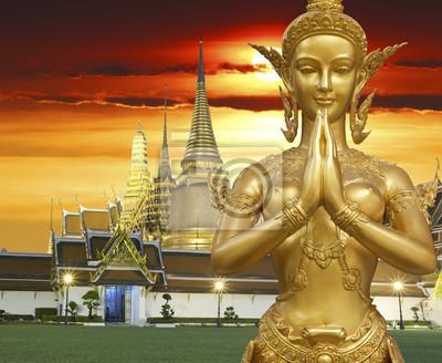 Постер Камбоджа Золотой Kinnari статуя демонстрируя Sawaddee действийКамбоджа<br>Постер на холсте или бумаге. Любого нужного вам размера. В раме или без. Подвес в комплекте. Трехслойная надежная упаковка. Доставим в любую точку России. Вам осталось только повесить картину на стену!<br>