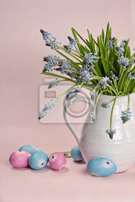 Постер Гиацинты Синие цветы с разноцветными яйцамиГиацинты<br>Постер на холсте или бумаге. Любого нужного вам размера. В раме или без. Подвес в комплекте. Трехслойная надежная упаковка. Доставим в любую точку России. Вам осталось только повесить картину на стену!<br>
