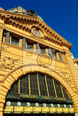 Постер Мельбурн Flinders Street Station в центре города МельбурнМельбурн<br>Постер на холсте или бумаге. Любого нужного вам размера. В раме или без. Подвес в комплекте. Трехслойная надежная упаковка. Доставим в любую точку России. Вам осталось только повесить картину на стену!<br>