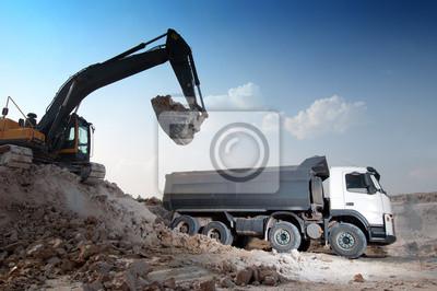 Загрузка большого грузовика строительных материалов, 30x20 см, на бумагеСтроительство<br>Постер на холсте или бумаге. Любого нужного вам размера. В раме или без. Подвес в комплекте. Трехслойная надежная упаковка. Доставим в любую точку России. Вам осталось только повесить картину на стену!<br>