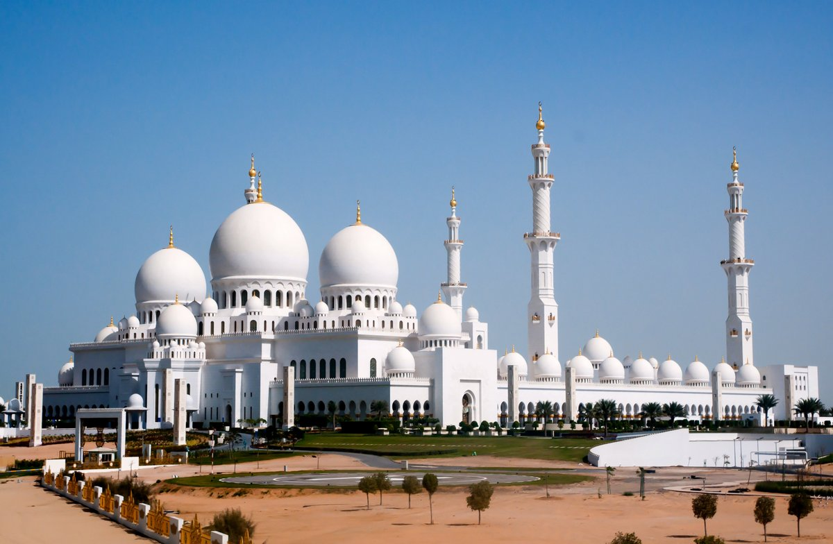 Постер ОАЭ Мечеть шейха Зайеда, Абу-ДабиОАЭ<br>Постер на холсте или бумаге. Любого нужного вам размера. В раме или без. Подвес в комплекте. Трехслойная надежная упаковка. Доставим в любую точку России. Вам осталось только повесить картину на стену!<br>