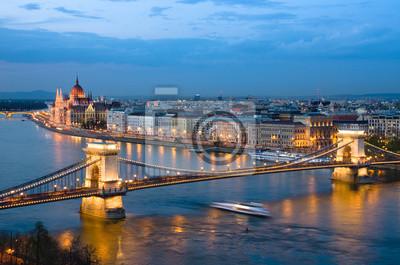 Постер Будапешт Будапешт, Город НочьюБудапешт<br>Постер на холсте или бумаге. Любого нужного вам размера. В раме или без. Подвес в комплекте. Трехслойная надежная упаковка. Доставим в любую точку России. Вам осталось только повесить картину на стену!<br>