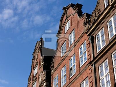 Постер Гамбург Ганзейский Трейдер Домов в ГамбургеГамбург<br>Постер на холсте или бумаге. Любого нужного вам размера. В раме или без. Подвес в комплекте. Трехслойная надежная упаковка. Доставим в любую точку России. Вам осталось только повесить картину на стену!<br>