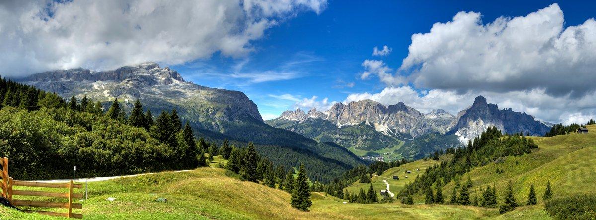 Постер Пейзаж горный Dolomiti - альта Бадиа панорамаПейзаж горный<br>Постер на холсте или бумаге. Любого нужного вам размера. В раме или без. Подвес в комплекте. Трехслойная надежная упаковка. Доставим в любую точку России. Вам осталось только повесить картину на стену!<br>