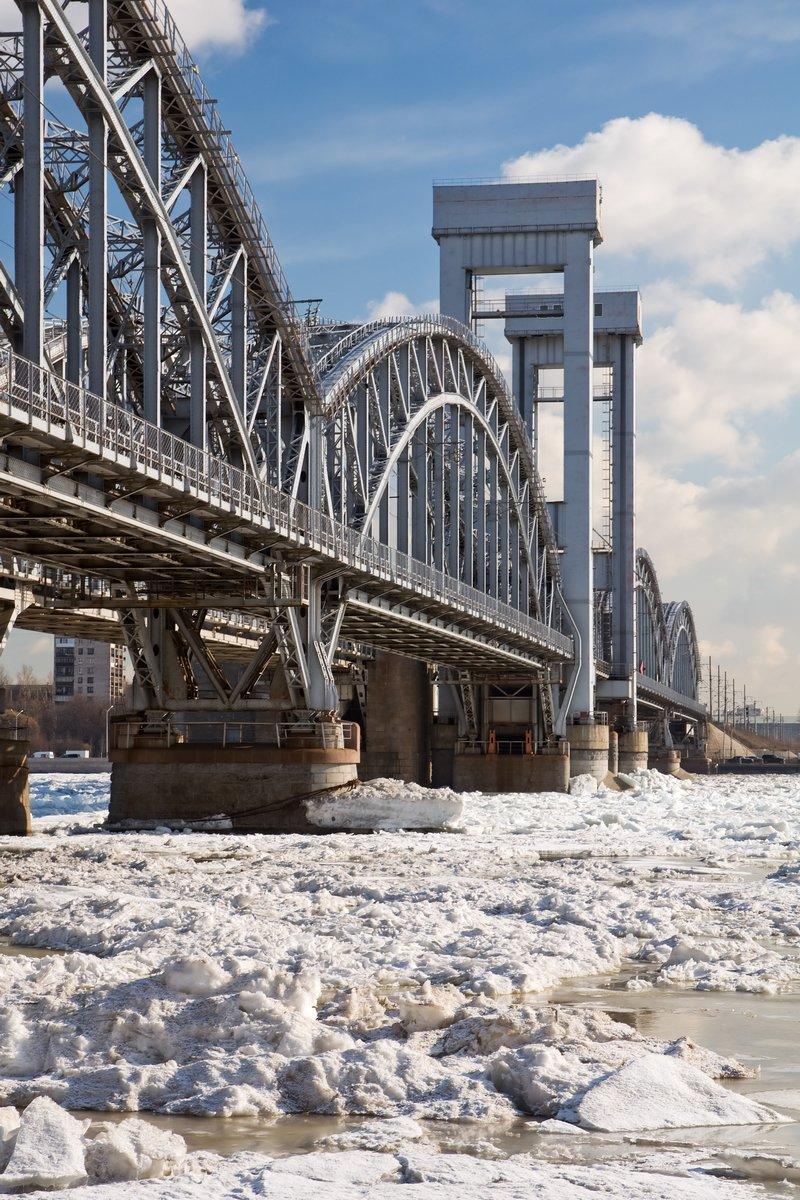 Постер Санкт-Петербург Железнодорожный мост через реку Нева. Санкт-Петербург. Россия.Санкт-Петербург<br>Постер на холсте или бумаге. Любого нужного вам размера. В раме или без. Подвес в комплекте. Трехслойная надежная упаковка. Доставим в любую точку России. Вам осталось только повесить картину на стену!<br>
