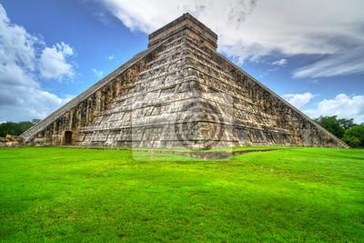Постер Мехико Кукулькан пирамиды в Чичен-ице, Мексика, 30x20 см, на бумагеМехико<br>Постер на холсте или бумаге. Любого нужного вам размера. В раме или без. Подвес в комплекте. Трехслойная надежная упаковка. Доставим в любую точку России. Вам осталось только повесить картину на стену!<br>