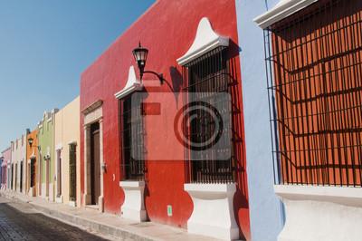 Постер Мехико Колониальной архитектуры в Кампече (Мексика)Мехико<br>Постер на холсте или бумаге. Любого нужного вам размера. В раме или без. Подвес в комплекте. Трехслойная надежная упаковка. Доставим в любую точку России. Вам осталось только повесить картину на стену!<br>