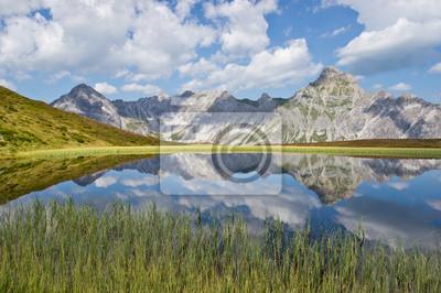 Постер Альпийский пейзаж Bergsee в ден AlpenАльпийский пейзаж<br>Постер на холсте или бумаге. Любого нужного вам размера. В раме или без. Подвес в комплекте. Трехслойная надежная упаковка. Доставим в любую точку России. Вам осталось только повесить картину на стену!<br>