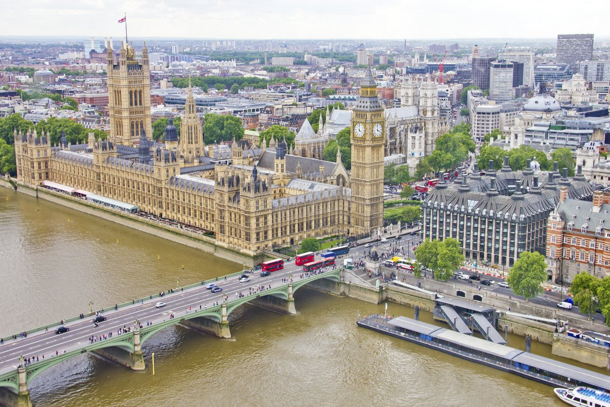 Постер Лондон Вид с воздуха на Биг Бен, парламент и реку ТемзуЛондон<br>Постер на холсте или бумаге. Любого нужного вам размера. В раме или без. Подвес в комплекте. Трехслойная надежная упаковка. Доставим в любую точку России. Вам осталось только повесить картину на стену!<br>