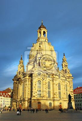 Постер Дрезден Фрауенкирхе в Дрездене, ГерманияДрезден<br>Постер на холсте или бумаге. Любого нужного вам размера. В раме или без. Подвес в комплекте. Трехслойная надежная упаковка. Доставим в любую точку России. Вам осталось только повесить картину на стену!<br>