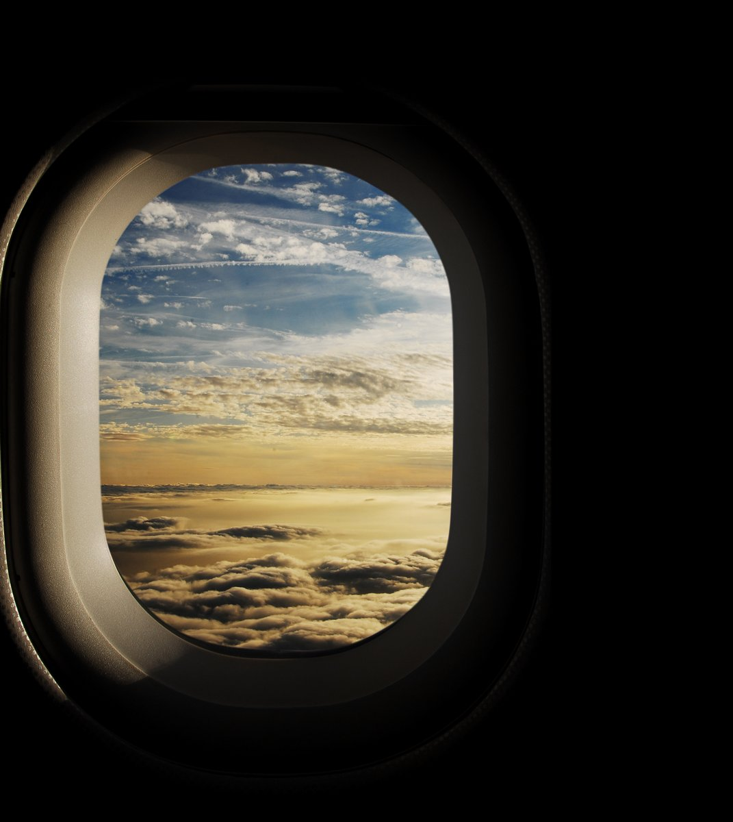 Постер-картина Самолеты Райское небо, видели через окна самолетаСамолеты<br>Постер на холсте или бумаге. Любого нужного вам размера. В раме или без. Подвес в комплекте. Трехслойная надежная упаковка. Доставим в любую точку России. Вам осталось только повесить картину на стену!<br>
