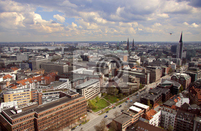 Постер Гамбург Город с высотыГамбург<br>Постер на холсте или бумаге. Любого нужного вам размера. В раме или без. Подвес в комплекте. Трехслойная надежная упаковка. Доставим в любую точку России. Вам осталось только повесить картину на стену!<br>
