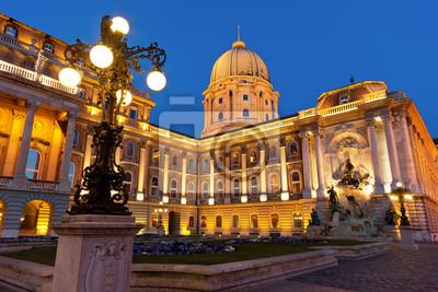 Постер Будапешт Будайская Крепость в Будапеште с фонаремБудапешт<br>Постер на холсте или бумаге. Любого нужного вам размера. В раме или без. Подвес в комплекте. Трехслойная надежная упаковка. Доставим в любую точку России. Вам осталось только повесить картину на стену!<br>
