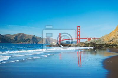 Постер Сан-Франциско Мост золотые Ворота в Сан-Франциско, с красивыми голубыми предлагаюСан-Франциско<br>Постер на холсте или бумаге. Любого нужного вам размера. В раме или без. Подвес в комплекте. Трехслойная надежная упаковка. Доставим в любую точку России. Вам осталось только повесить картину на стену!<br>