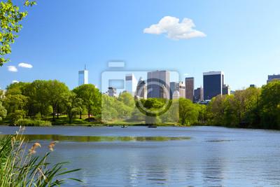 Постер Нью-Йорк Озера в центральном парке в Нью-ЙоркеНью-Йорк<br>Постер на холсте или бумаге. Любого нужного вам размера. В раме или без. Подвес в комплекте. Трехслойная надежная упаковка. Доставим в любую точку России. Вам осталось только повесить картину на стену!<br>