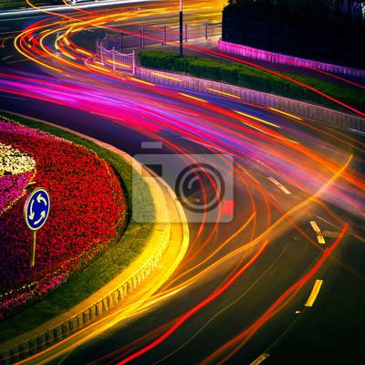 Постер Шанхай Двигаясь на машине с пятном света через город ночьюШанхай<br>Постер на холсте или бумаге. Любого нужного вам размера. В раме или без. Подвес в комплекте. Трехслойная надежная упаковка. Доставим в любую точку России. Вам осталось только повесить картину на стену!<br>