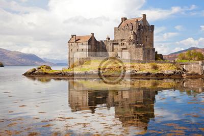 Постер Пейзаж морской Eilean Donan Castle ШотландииПейзаж морской<br>Постер на холсте или бумаге. Любого нужного вам размера. В раме или без. Подвес в комплекте. Трехслойная надежная упаковка. Доставим в любую точку России. Вам осталось только повесить картину на стену!<br>