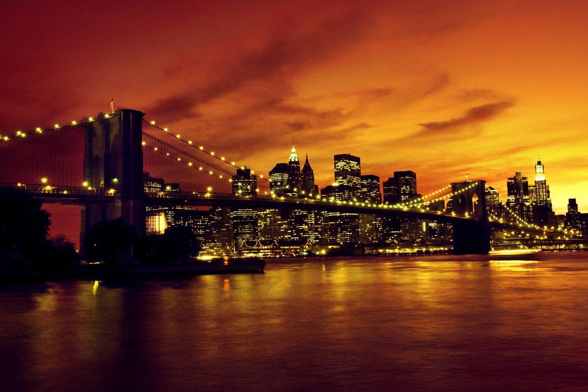 Постер Закаты Бруклинский Мост и Манхеттен на закате, Нью-ЙоркЗакаты<br>Постер на холсте или бумаге. Любого нужного вам размера. В раме или без. Подвес в комплекте. Трехслойная надежная упаковка. Доставим в любую точку России. Вам осталось только повесить картину на стену!<br>