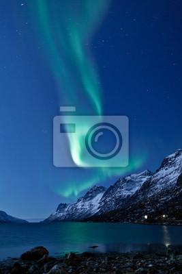 Постер Зима Aurora Borealis в Норвегии, отражениеЗима<br>Постер на холсте или бумаге. Любого нужного вам размера. В раме или без. Подвес в комплекте. Трехслойная надежная упаковка. Доставим в любую точку России. Вам осталось только повесить картину на стену!<br>
