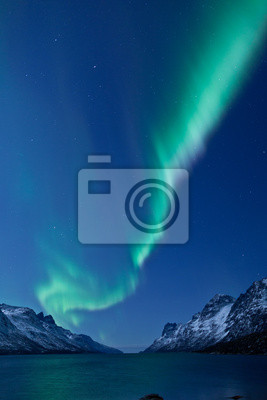 Постер Зима Aurora Borealis между фьордыЗима<br>Постер на холсте или бумаге. Любого нужного вам размера. В раме или без. Подвес в комплекте. Трехслойная надежная упаковка. Доставим в любую точку России. Вам осталось только повесить картину на стену!<br>