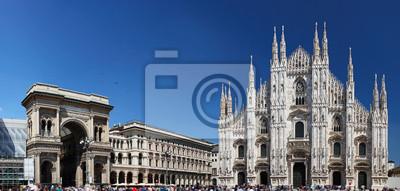 Постер Милан Пьяцца дель Дуомо в Милане, ИталияМилан<br>Постер на холсте или бумаге. Любого нужного вам размера. В раме или без. Подвес в комплекте. Трехслойная надежная упаковка. Доставим в любую точку России. Вам осталось только повесить картину на стену!<br>