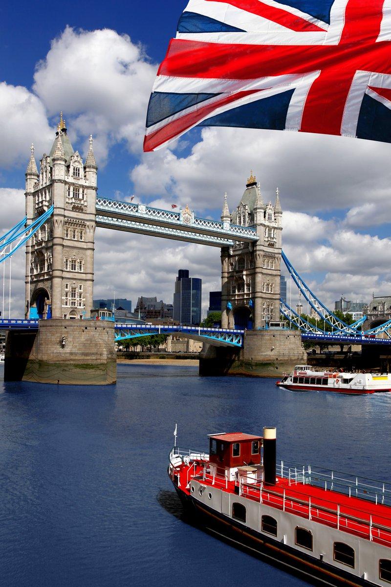 Постер Лондон Тауэрский Мост с флагом Англии в ЛондонеЛондон<br>Постер на холсте или бумаге. Любого нужного вам размера. В раме или без. Подвес в комплекте. Трехслойная надежная упаковка. Доставим в любую точку России. Вам осталось только повесить картину на стену!<br>
