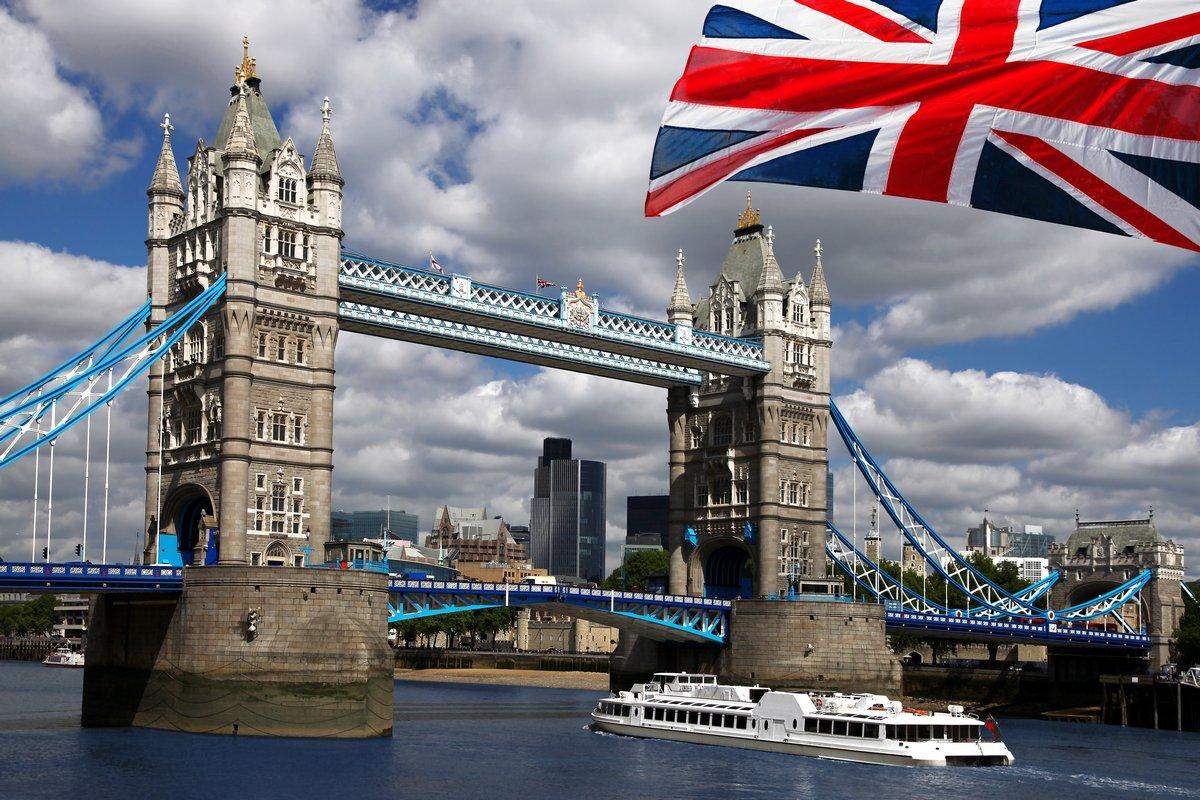 Постер Лондон Тауэрский Мост и флаг АнглииЛондон<br>Постер на холсте или бумаге. Любого нужного вам размера. В раме или без. Подвес в комплекте. Трехслойная надежная упаковка. Доставим в любую точку России. Вам осталось только повесить картину на стену!<br>