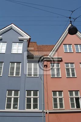 Постер Копенгаген Zweifarbiges Haus в КопенгагенКопенгаген<br>Постер на холсте или бумаге. Любого нужного вам размера. В раме или без. Подвес в комплекте. Трехслойная надежная упаковка. Доставим в любую точку России. Вам осталось только повесить картину на стену!<br>