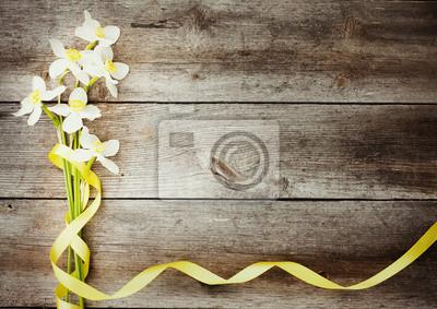 Постер Нарциссы Весенние цветы на деревянной фонаНарциссы<br>Постер на холсте или бумаге. Любого нужного вам размера. В раме или без. Подвес в комплекте. Трехслойная надежная упаковка. Доставим в любую точку России. Вам осталось только повесить картину на стену!<br>
