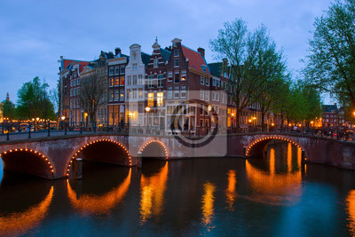 Постер Амстердам Каналы Амстердама, в сумеркахАмстердам<br>Постер на холсте или бумаге. Любого нужного вам размера. В раме или без. Подвес в комплекте. Трехслойная надежная упаковка. Доставим в любую точку России. Вам осталось только повесить картину на стену!<br>