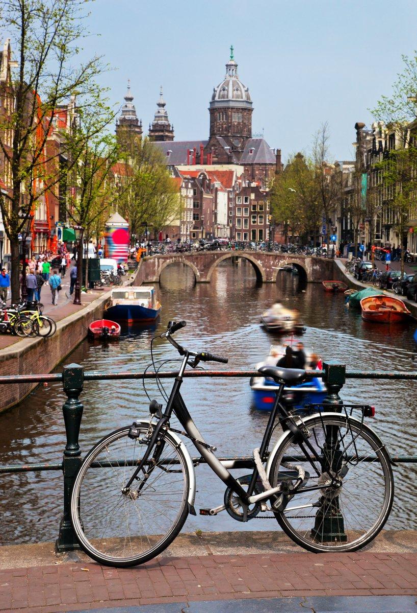 Постер Амстердам Амстердам старый городАмстердам<br>Постер на холсте или бумаге. Любого нужного вам размера. В раме или без. Подвес в комплекте. Трехслойная надежная упаковка. Доставим в любую точку России. Вам осталось только повесить картину на стену!<br>