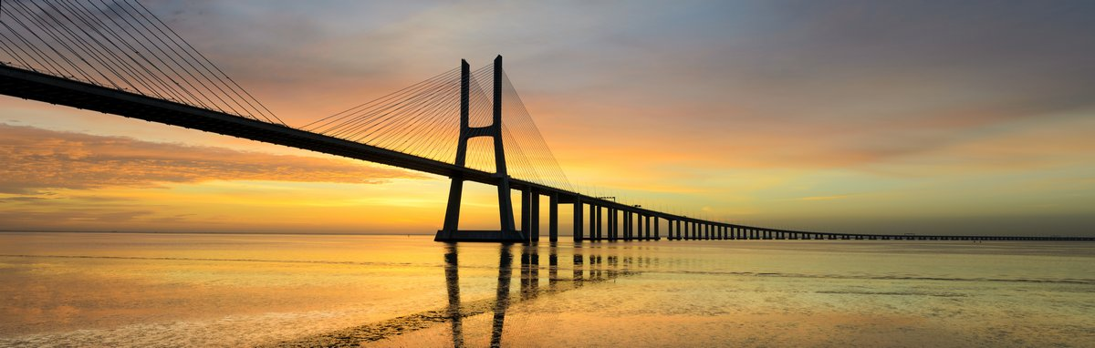 Постер Лиссабон Панорама образ мост Васко да Гама  в ЛиссабонеЛиссабон<br>Постер на холсте или бумаге. Любого нужного вам размера. В раме или без. Подвес в комплекте. Трехслойная надежная упаковка. Доставим в любую точку России. Вам осталось только повесить картину на стену!<br>
