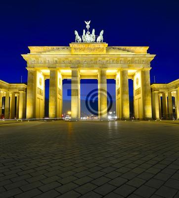 Постер Берлин Бранденбургские ворота в Берлине, ГерманияБерлин<br>Постер на холсте или бумаге. Любого нужного вам размера. В раме или без. Подвес в комплекте. Трехслойная надежная упаковка. Доставим в любую точку России. Вам осталось только повесить картину на стену!<br>