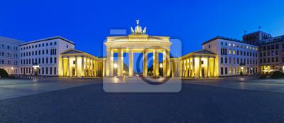 Постер Германия Панорама Бранденбургские ворота, БерлинГермания<br>Постер на холсте или бумаге. Любого нужного вам размера. В раме или без. Подвес в комплекте. Трехслойная надежная упаковка. Доставим в любую точку России. Вам осталось только повесить картину на стену!<br>