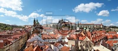 Постер Прага Панорамный вид на Пражский Замок с малостранские мостовые БашниПрага<br>Постер на холсте или бумаге. Любого нужного вам размера. В раме или без. Подвес в комплекте. Трехслойная надежная упаковка. Доставим в любую точку России. Вам осталось только повесить картину на стену!<br>