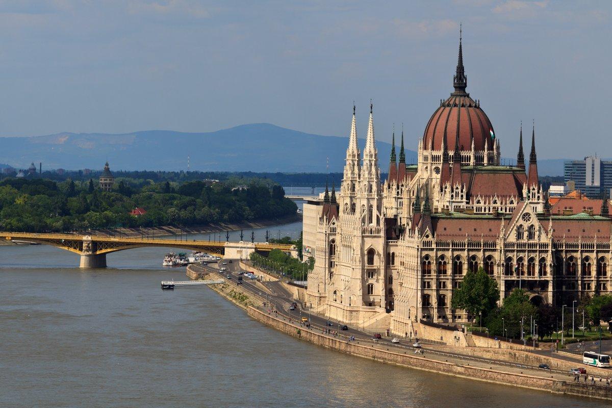 Постер Будапешт Венгерский парламентБудапешт<br>Постер на холсте или бумаге. Любого нужного вам размера. В раме или без. Подвес в комплекте. Трехслойная надежная упаковка. Доставим в любую точку России. Вам осталось только повесить картину на стену!<br>