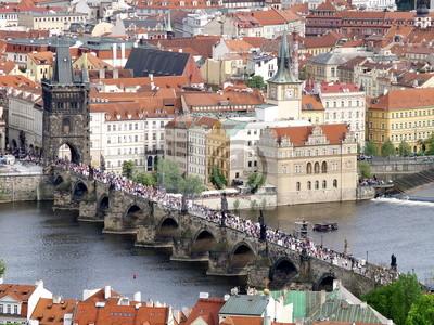 Постер Прага Карлов мост в Праге сверхуПрага<br>Постер на холсте или бумаге. Любого нужного вам размера. В раме или без. Подвес в комплекте. Трехслойная надежная упаковка. Доставим в любую точку России. Вам осталось только повесить картину на стену!<br>