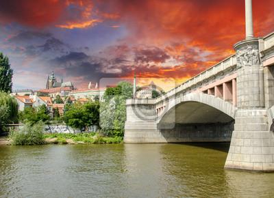 Постер Прага Старый Мост в Праге, Чешская РеспубликаПрага<br>Постер на холсте или бумаге. Любого нужного вам размера. В раме или без. Подвес в комплекте. Трехслойная надежная упаковка. Доставим в любую точку России. Вам осталось только повесить картину на стену!<br>