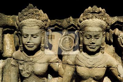 Постер Камбоджа Два apsara статуи в Ангкор-ВАТКамбоджа<br>Постер на холсте или бумаге. Любого нужного вам размера. В раме или без. Подвес в комплекте. Трехслойная надежная упаковка. Доставим в любую точку России. Вам осталось только повесить картину на стену!<br>